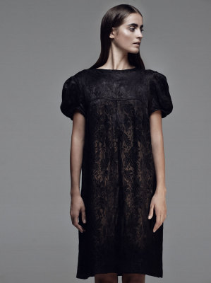 Черное парчовое платье