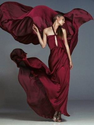 Бордовое платье