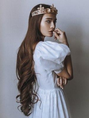 Белое платье. Корона