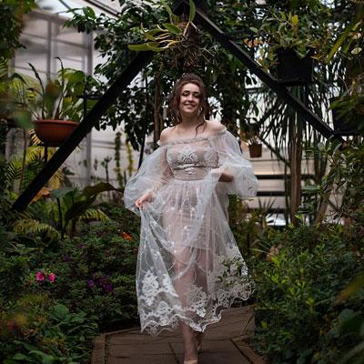 Кружевное прозрачное длинное белое платье напрокат