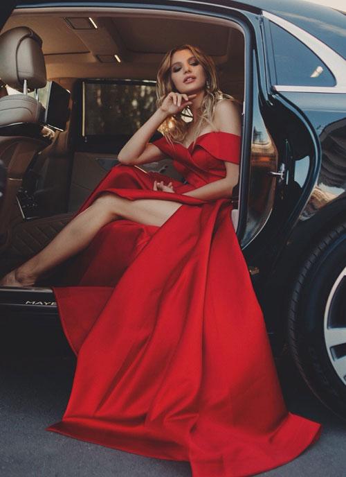 Красное платье с разрезом Эмилия
