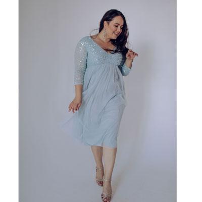 Голубое платье с пайетками большого размера напрокат