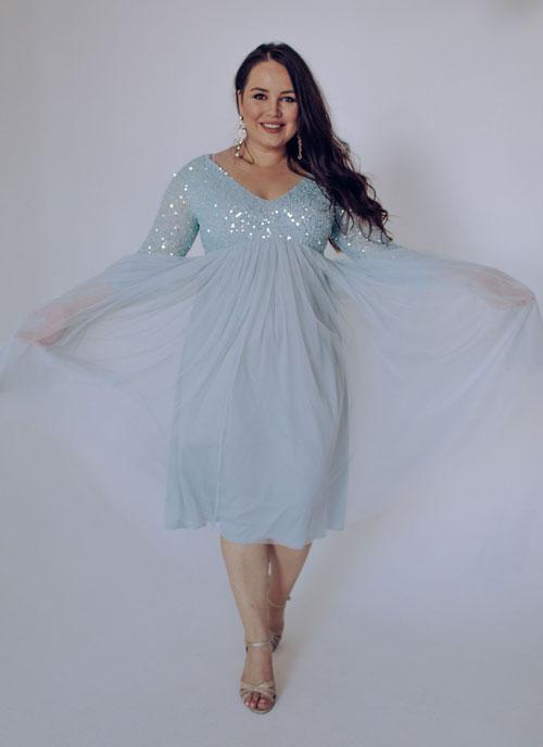 Голубое платье с пайетками