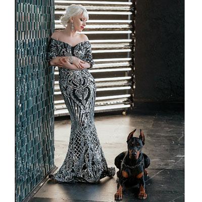 Серебристое длинное платье с пайетками