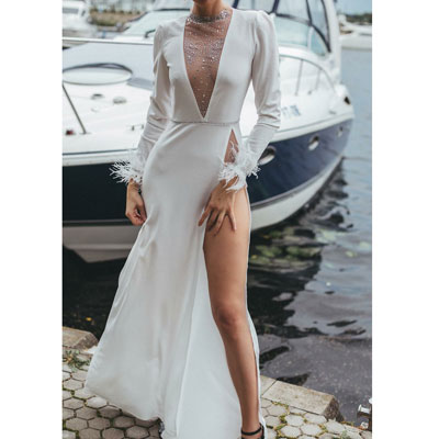 Белое платье с разрезами