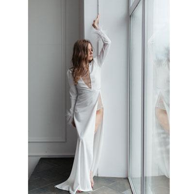 Белое платье с разрезами в аренду