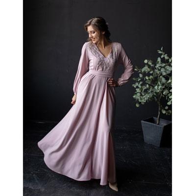 Нежное сиреневое платье с длинными рукавами
