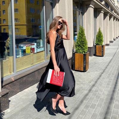 Черное Коктейльное минималистичное платье с открытой спинок напрокат в аренду