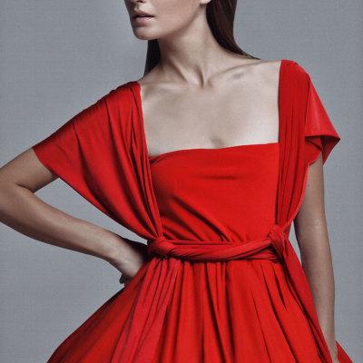 Красное пышное платье
