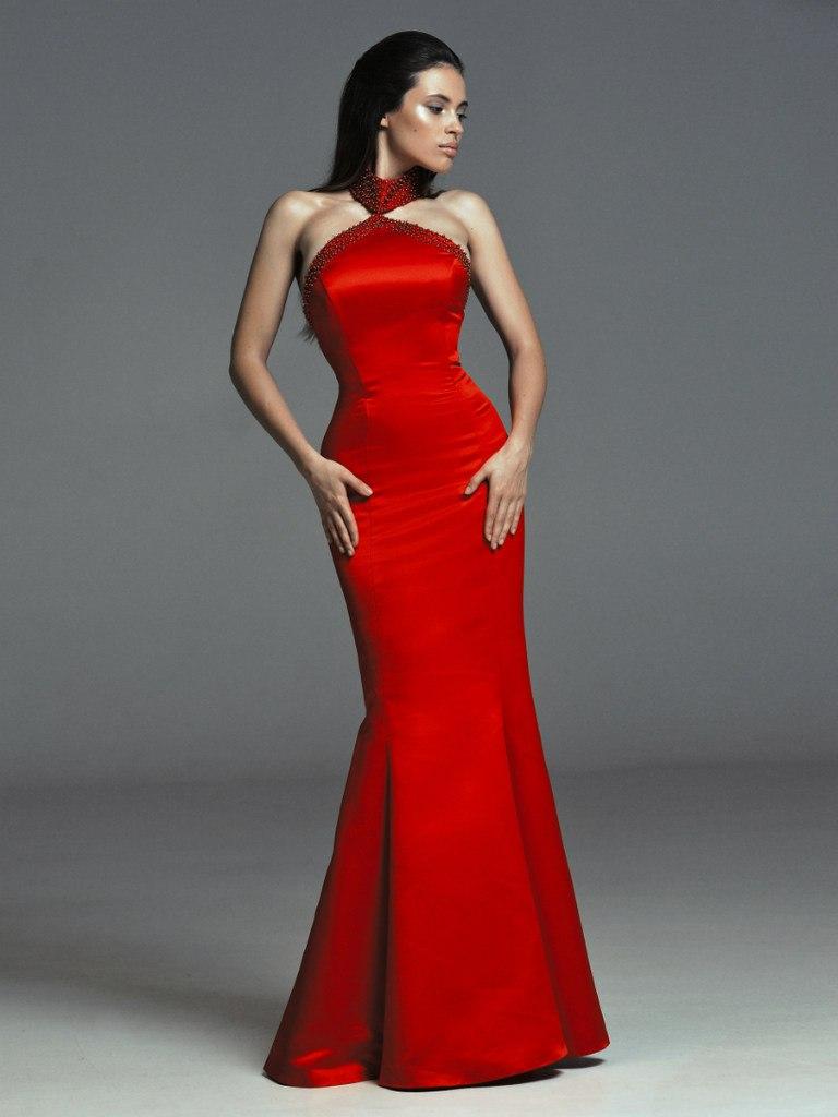 Фото красного атласного платья
