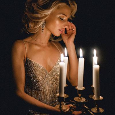Сверкающее платье с камнями напрокат