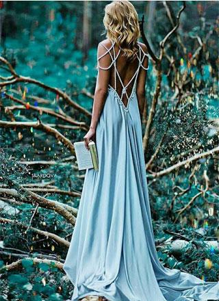 Небесно-голубое платье с нитками жемчуга напрокат для фотосессии